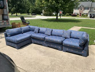 Butterfly pull out sleeper sectional for Sale in Douglasville,  GA