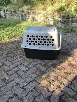 Plastic Portable Dog Crate- Medium for Sale in Pittsburgh, PA