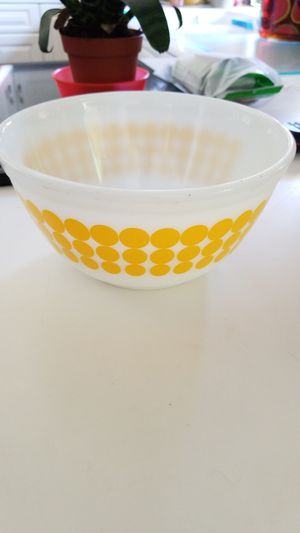 1/7 Pyrex Vintage New Dots Polka Dots Yellow 1 1/2Qt. Mixing Bowl #402 for Sale in Orange, CA
