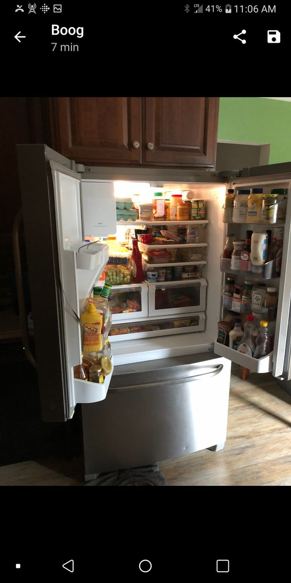 Frigidaire refrigerator/ bottom freezer