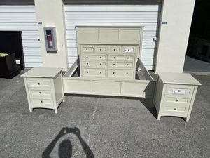 40% OFF // OPEN BOX // COSTCO Southport 5-piece King Bedroom Set for Sale in Pompano Beach, FL