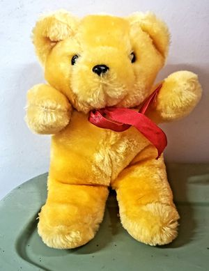 "CIRCUS CIRCUS LAS VEGAS RARE VINTAGE PLUSH DARLING GOLD BEAR TOY WITH A RED BOW 8 1/2"".  NICE COLLECTIBLE VEGAS BEAR for Sale in San Diego, CA"