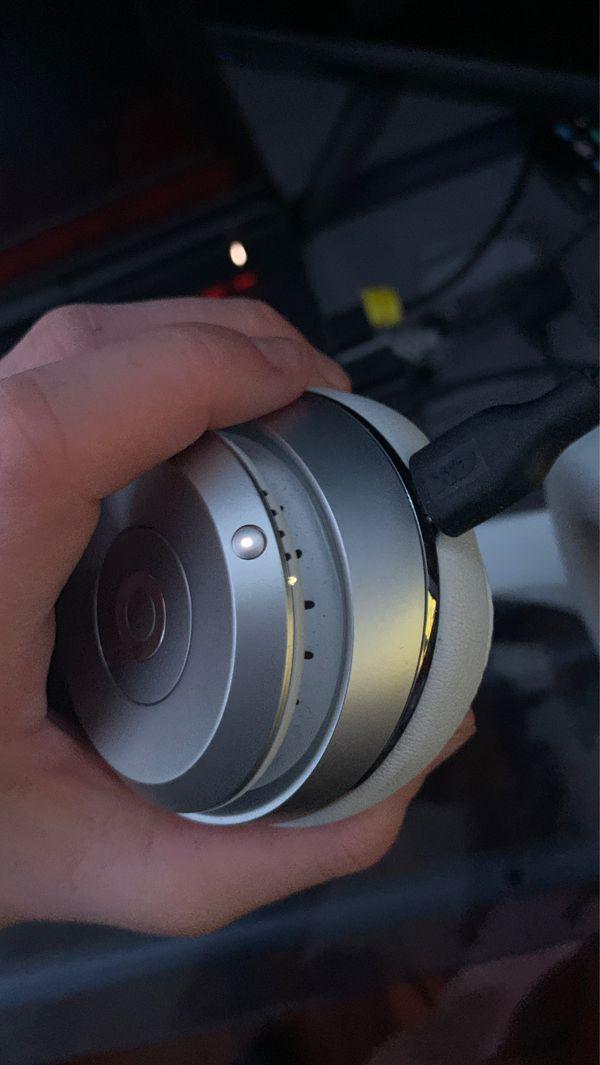 Beats solo 3 silver wireless