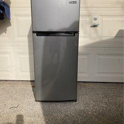 Refrigerator for Sale in Bellevue,  WA
