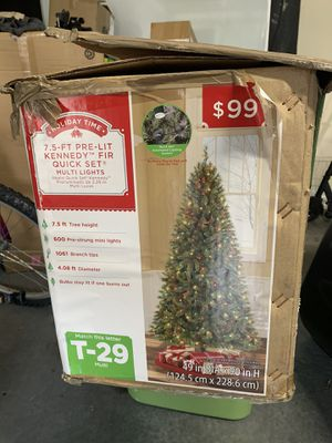 7.5 ft Christmas Tree with lights for Sale in Savannah, GA