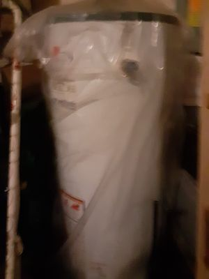 Rheem 40 gallon lp gas water heater for Sale in Yelm, WA