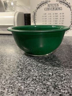 Vintage Clear Bottom Deep Green Pyrex Bowl 322 for Sale in Marysville,  WA