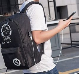 Backpack 🎒 With Built-in Plug Holes To Charge Your Phone And Listwn To Music📱 for Sale in Fresno,  CA