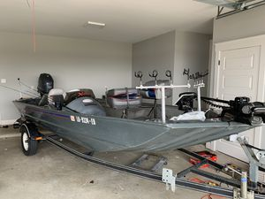 96 express new motor has 32 hrs on 70 horsepower Yamaha 4 strock for Sale in Haughton, LA