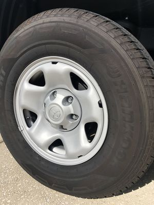 Rims and tire Toyota Tacoma 254/75 16 for Sale in Ruskin, FL