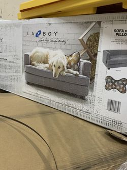 LAZYBOY dog Couch for Sale in Bell Gardens,  CA
