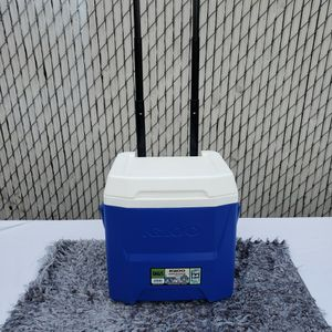Igloo Wheeled Cooler for Sale in Compton, CA