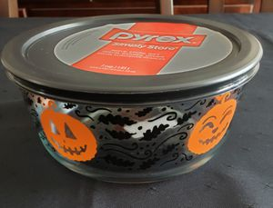 Pyrex Pumpkin Halloween - 7 Cup Storage for Sale in New Bedford, MA