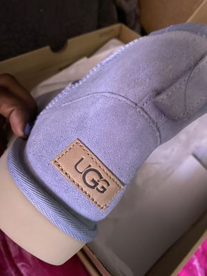 UGG SIZE 9 for Sale in St. Louis, MO
