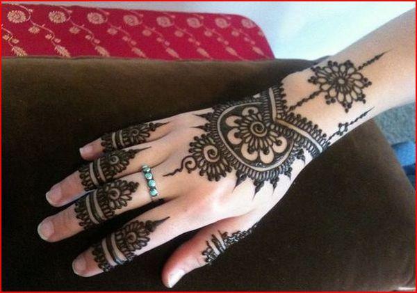 henna tatoos application