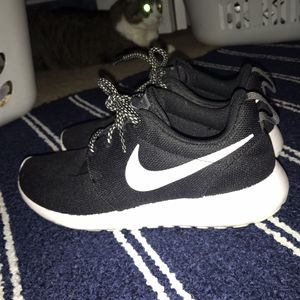 Nike Roshes Sz 7 for Sale in Olympia, WA