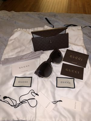 Gucci sunglasses 🕶 with shoe bags for Sale in Riverside, CA
