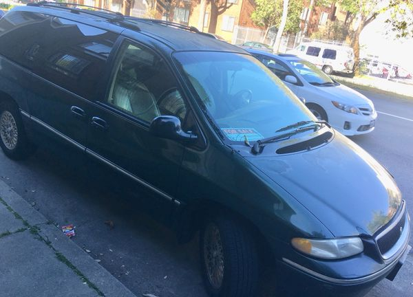 Dodge Chrysler town country , LXi 97 runs good