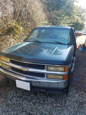 1997 Tahoe with new transmission new brake system exhaust system and many other parts. It is a parts truck. . ENGINE SOLID for Sale in Berkeley Township, NJ