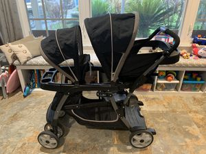 Graco double stroller with infant seat for Sale in Delray Beach, FL