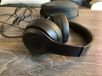 Beats solo 3 for Sale in Los Angeles,  CA