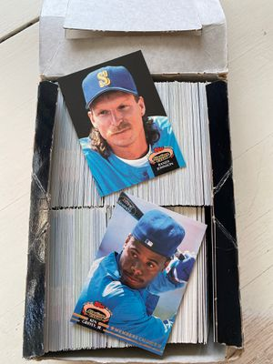 Box of 1992 Topps baseball cards for Sale in Puyallup, WA
