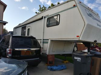 1997 32ft 5th wheeland goose neck 2slides for Sale in Pasco,  WA