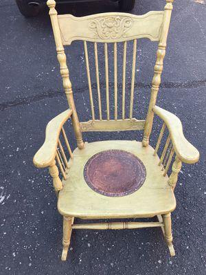 Antique Rocking chair for Sale in Atlanta, GA