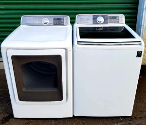 Sumsang washer and ELECTRIC dryer. In PERFECT condition. No scratches or dent. Works PERFECT. for Sale in Puyallup, WA