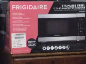 Frigidaire stainless Steel Microwave for Sale in Independence, MO
