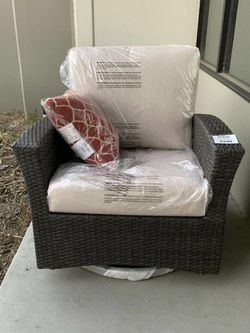 New in box Mission Hills Santa Fe Wicker Swivel Rocking Chair With Sunbrella Fabric Seat Cushion Pillow Included Retails $500 for Sale in El Monte,  CA