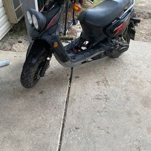 Have a nice Zuma Moped That Runs Great No Issues With Engine It Does Need Front Break Pads And A Battery I'll Take 650 For It for Sale in Columbia, SC