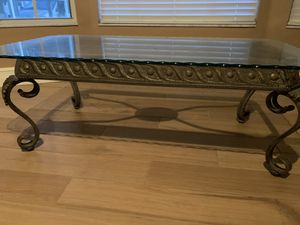 Coffee table for Sale in LXHTCHEE GRVS, FL