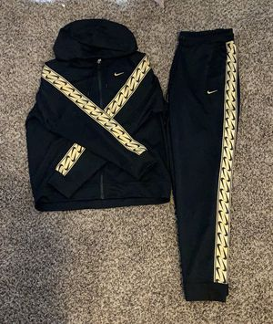 Nike women's track suit for Sale in Vancouver, WA