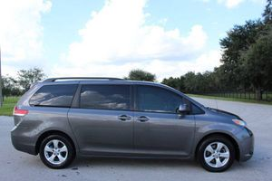 2011 TOYOTA SIENNA for Sale in Kissimee, FL