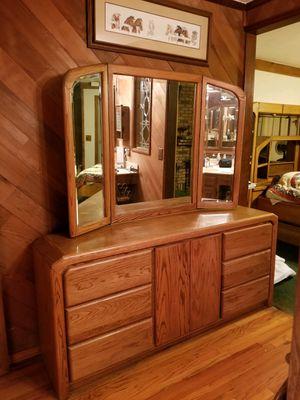 Oak bedroom set California king for Sale in Santee, CA