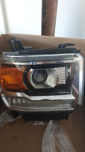 GMC sierra passengers side headlight. This is an OEM part. With HID bulb included . Fits Sierra 1500 2014-15 & 2500 2015-19 for Sale in Tolleson, AZ