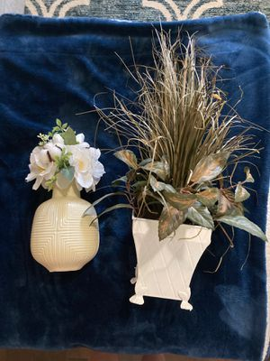 Artificial plant, flowers, and vase for Sale in Sun City, TX