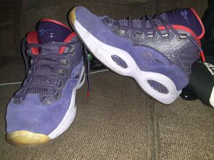 Reebok Questions Christmas edition size 10.5 for Sale in Garden City, MI