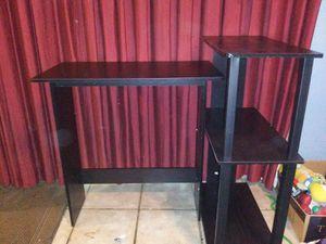 Corner computer desk for Sale in Fresno, CA
