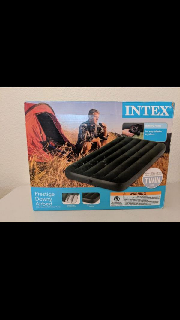 Intex Twin Air Mattress Bed with Battery Powered Pump. Outdoor Camping
