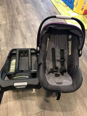 Baby car seat Eddie Bauer with base for Sale in Newark, CA