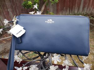 DARCY LEATHER HOLDALL WALLET WRISTLET (COACH F51352) for Sale in Everett, WA