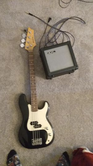 Bass guitar with amp for Sale in Carbondale, IL