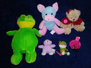 2 frogs, 2 bears, and a pig stuffed animals lot! for Sale in Dallas, TX