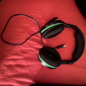 Wireless Xbox One Turtle Beach Headset With USB charging cord included for Sale in Mansfield, TX