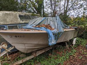 17' Vintage 77 Bayliner boat with trailer for Sale in Edgewood, WA