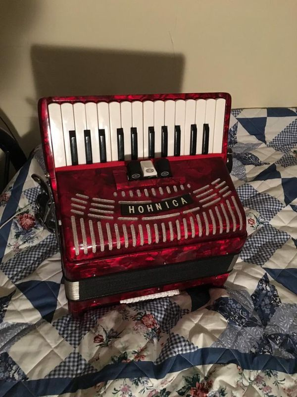 Hohner Hohnica 1304-RED 48 Bass Piano Accordion Pearl Red 12