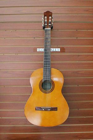 Yamaha C-310 Acoustic Guitar for Sale in Los Angeles, CA
