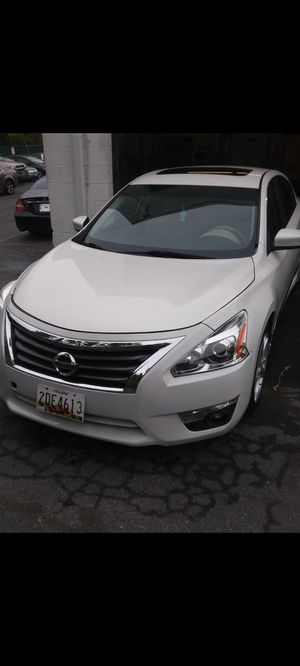 Nissan altima 2015 ex salvage title for Sale in Bladensburg, MD